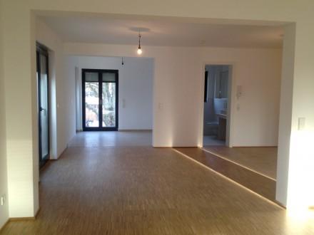 Mehrfamilienhaus Neubau, Frankfurt, Trockenbau Estricharbeiten Glasduschen Innentüren